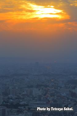 新宿都庁展望台夕日風景