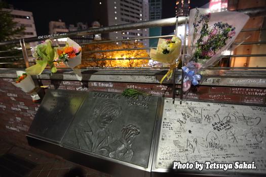 没後25年4月25日命日「尾崎豊」記念碑前