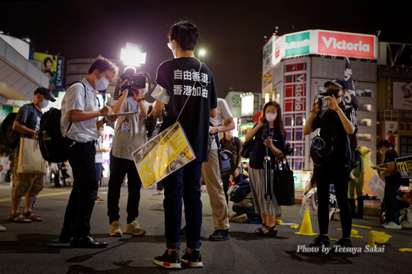 人間の鎖 香港の道:JR新宿東南口路上2020 8/23